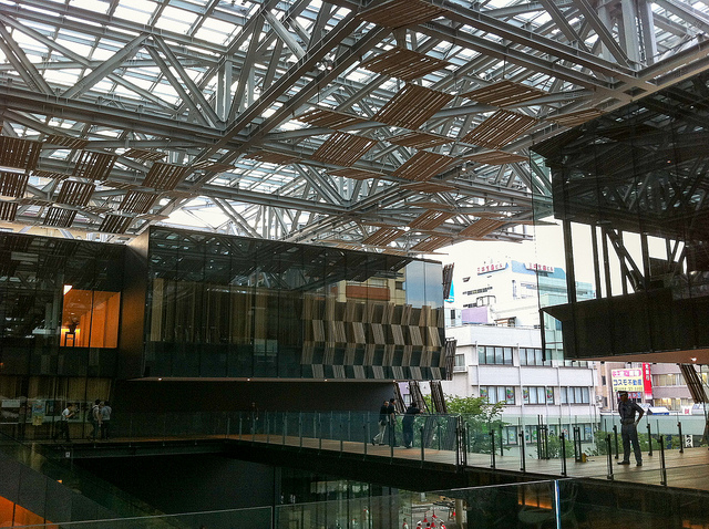 とても役場には見えない…日本のハイセンスなデザインの市役所一覧