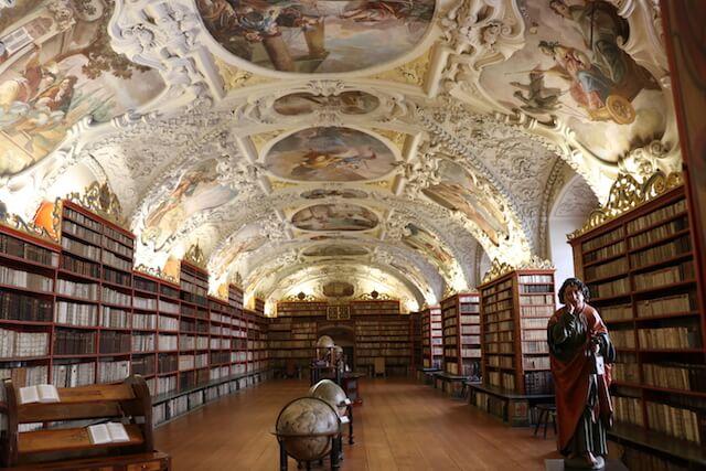 世界一美しい図書館??プラハのストラホフ修道院図書館