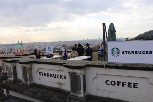 Starbucks プラハ城