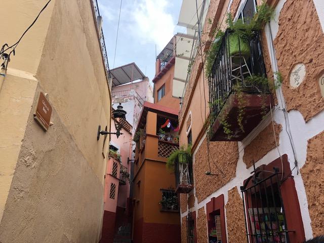 グアナファト 口づけの小道 メキシコ【恋する世界遺産 】